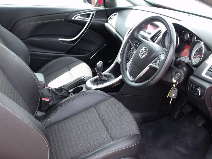 MM13GTU - Vauxhall Astra GTC 1.4 Turbo 140bhp 3 door hatchback 1400cc